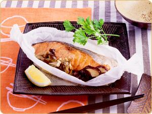 鮭とキノコの包み蒸し