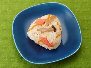 秋鮭ときのこの混ぜごはんおにぎり
