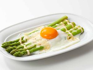 アスパラガスの卵のせ