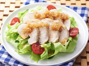 塩たまねぎの蒸し鶏サラダ