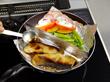 フライパンを仕切って2品同時焼き!
