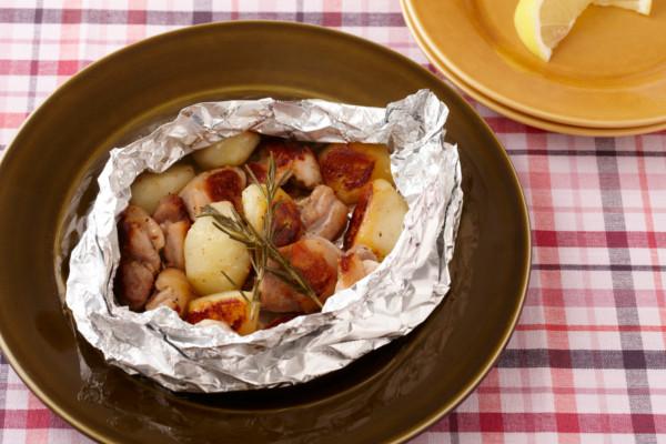 フライパンで蒸し焼きだってできちゃう!「チキンとポテトのホイル焼き」