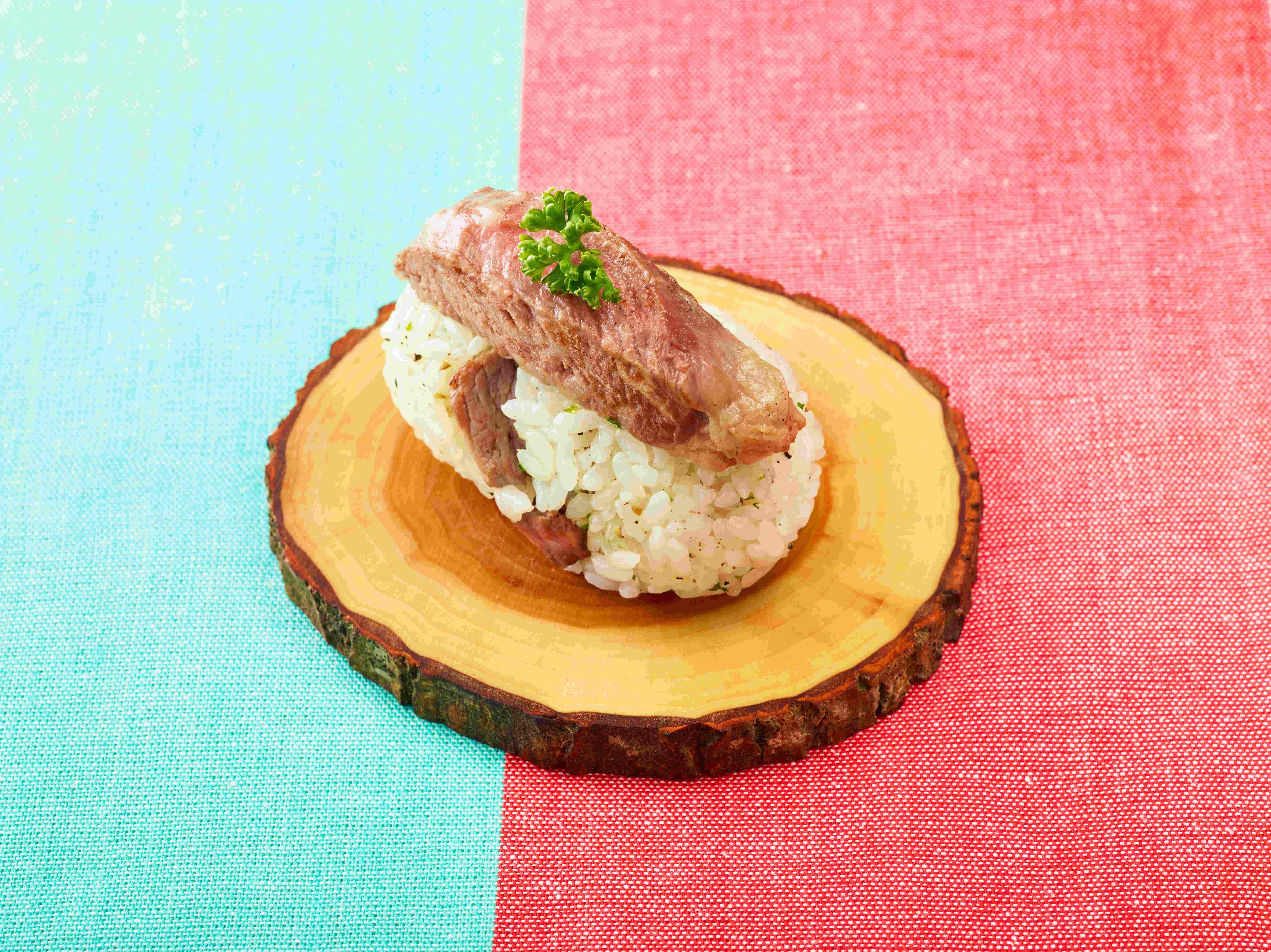 ガーリックライスのステーキ寿司