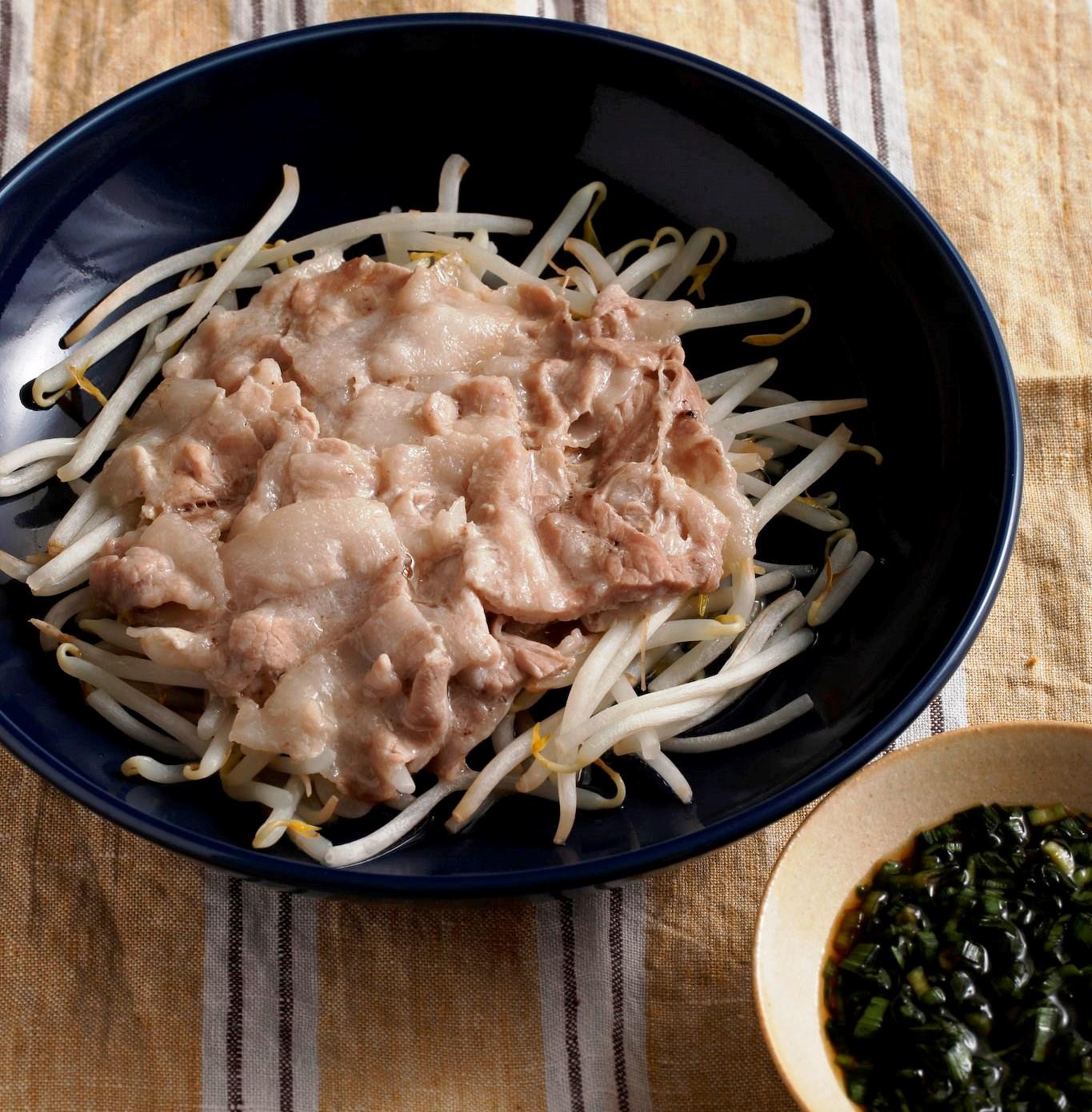 豚ばら肉のレンジ蒸し(にらじょうゆ)