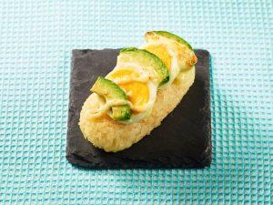 卵とアボカドのタルティーヌ風おにぎり
