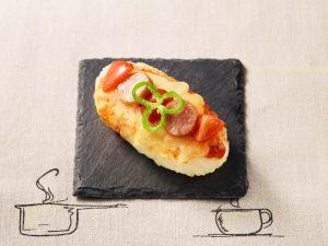 トマトとウインナーピザのタルティーヌ風おにぎり