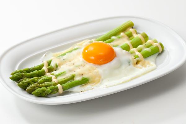 アスパラガスのうま味がギュ!【アスパラガスの卵のせ】