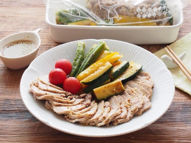 ゆで豚と焼き夏野菜のお浸し マスタード風味