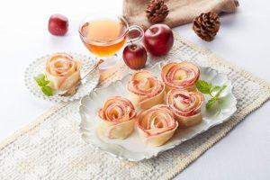 餃子の皮でバラのアップルパイ