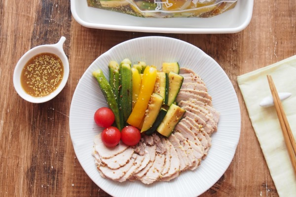 ゆで豚と焼き野菜のお浸し マスタード風味