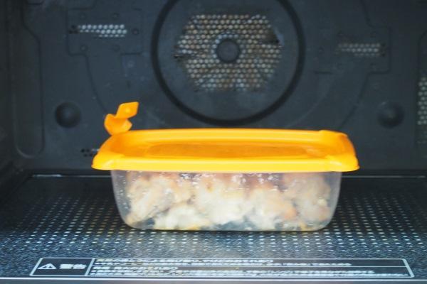 温め直すときは、容器の蒸気弁を開けてからそのまま電子レンジで温めてください