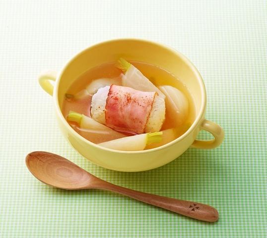 ベーコン巻きおにぎりとかぶのスープ