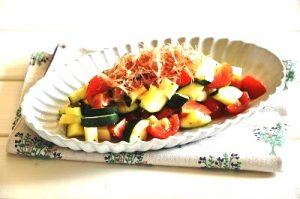 ズッキーニとチーズのおかかサラダ